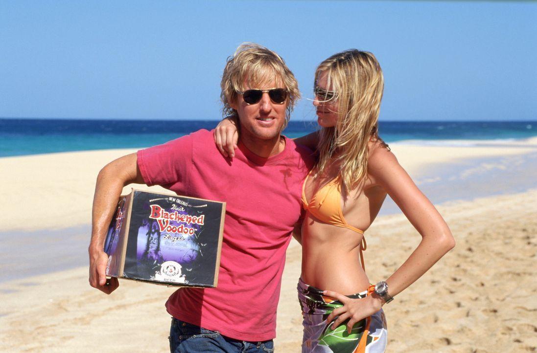Für den Surfer, Faulenzer und Kleinganoven am Oahu's North Shore, Jack (Owen Wilson, l.), ist die Welt solange in Ordnung, bis eine gertenschlanke... - Bildquelle: Warner Bros.