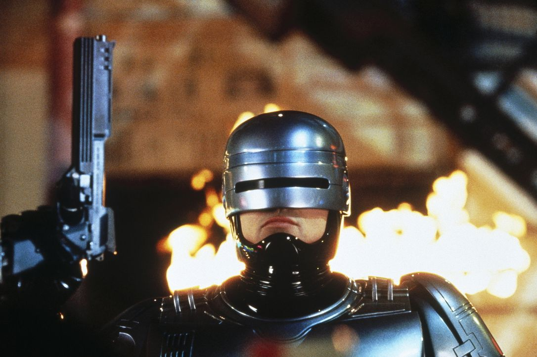 Der RoboCop (Robert John Burke) soll bei der Errichtung einer Zukunftsstadt behilflich sein ... - Bildquelle: Columbia TriStar Film