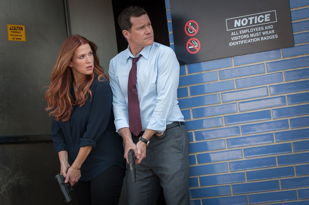 Als ein schwerer Bombenanschlag in New York City verübt wird, wird vermutet, dass ein terroristisches Motiv dahintersteckt. Carrie (Poppy Montgomery... - Bildquelle: 2014 Broadcasting Inc. All Rights Reserved.