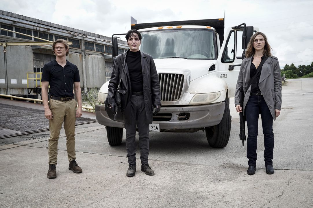 (v.l.n.r.) MacGyver (Lucas Till); Murdoc (David Dastmalchian); Amber (Sarah Sokolovic) - Bildquelle: Jace Downs 2018 CBS Broadcasting, Inc. All Rights Reserved / Jace Downs