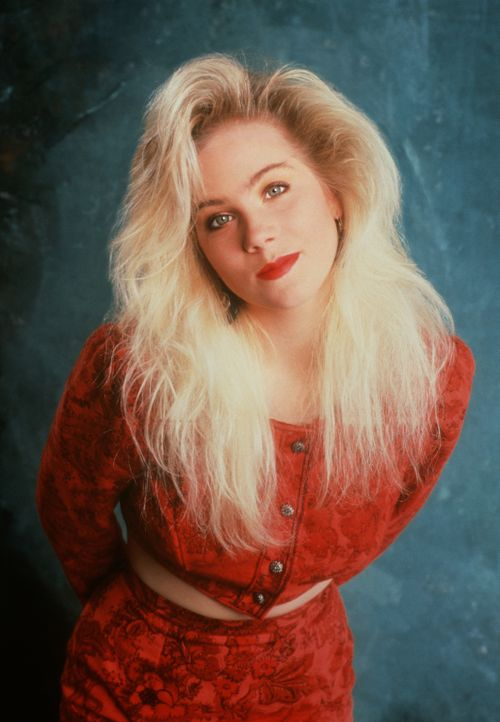 (4. Staffel) - Naivität und Dummheit sind in einem Menschen vereint: Kelly Bundy (Christina Applegate) - Bildquelle: 1989, 1990 ELP Communications. All Rights Reserved.