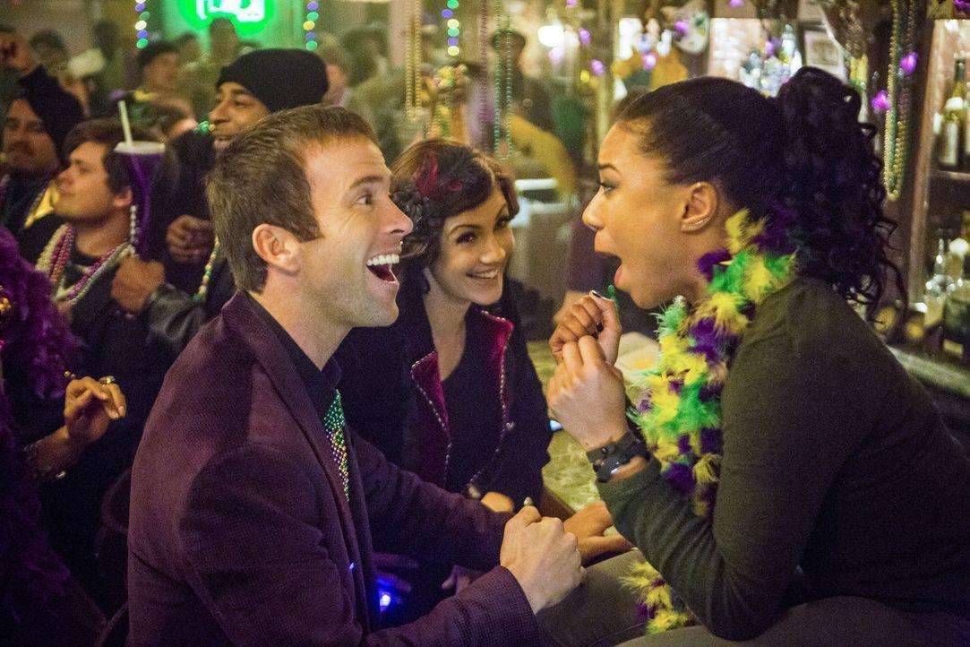 Während LaSalle (Lucas Black, l.), Brody (Zoe McLellan, M.) und Percy (Shalita Grant, r.) in Prides neu eröffneter Bar feiern, wird dieser zusammen... - Bildquelle: Skip Bolen 2015 CBS Broadcasting, Inc. All Rights Reserved. / Skip Bolen