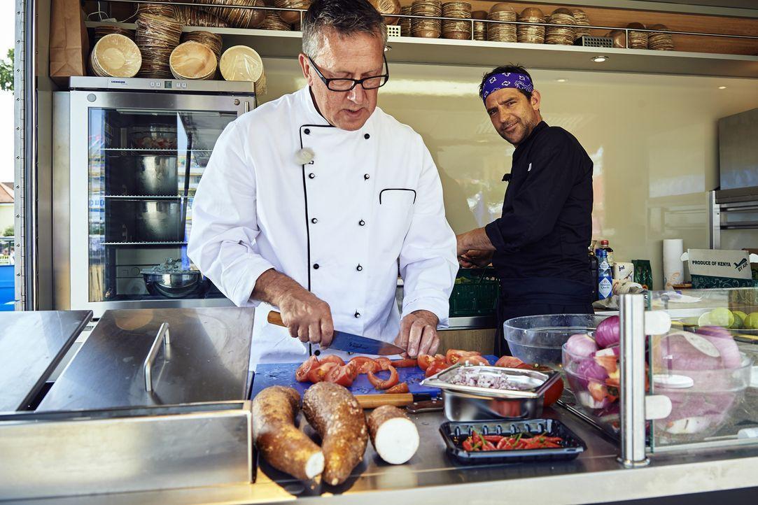 Können Dirk Hoffmann (l.) und Martin Baudrexel (r.) mit ihren Foodtruck Essen überzeugen? - Bildquelle: Marco Nagel kabel eins