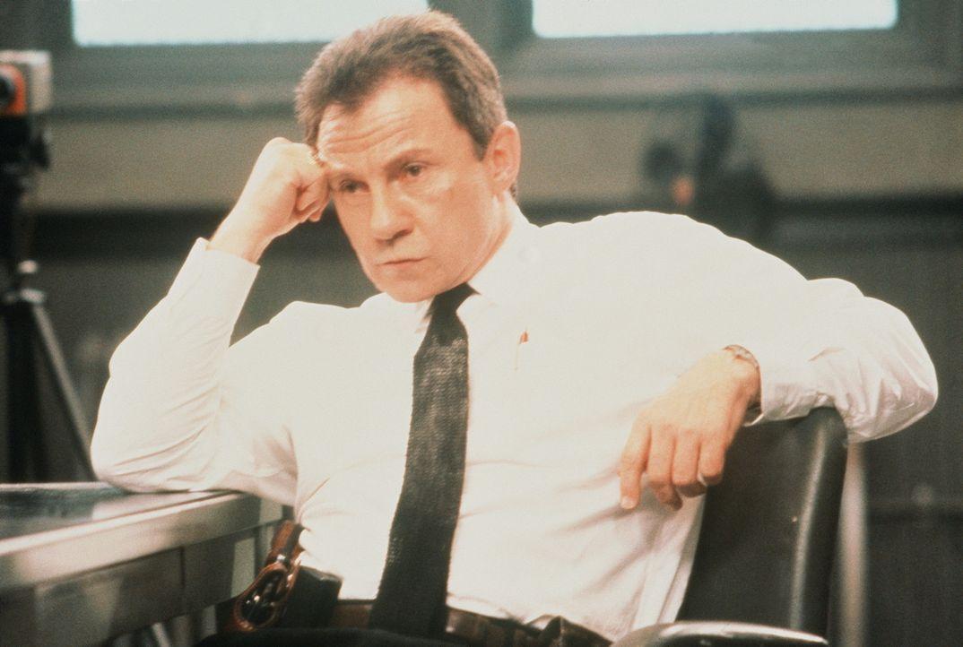 Detective Woods (Harvey Keitel) hat erhebliche Zweifel an der Geschichte ... - Bildquelle: Columbia Pictures