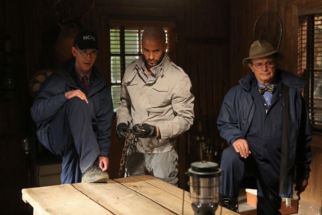 Was haben die Entführer (Ricky Whittle, M.) mit Ducky (David McCallum, r.) und Jimmy (Brian Dietzen, l.) nur vor? - Bildquelle: CBS Television