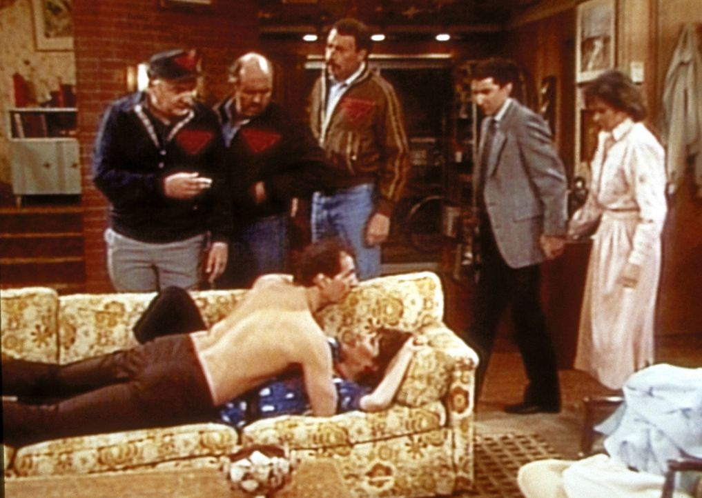 Eigentlich wollen Al (Ed O'Neill, vorne) und Peggy (Katey Sagal, vorne) ein kleines Schäferstündchen genießen, als sie unerwünschten Besuch von... - Bildquelle: Columbia Pictures