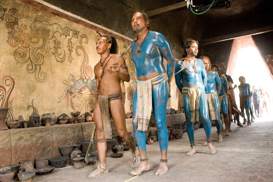 Während die Gefangenen für ein Opferritual vorbereitet werden, mit dem die Hungersnot des Maya-Reiches beendet werden soll, kommt es zu einer Sonn... - Bildquelle: Constantin Film