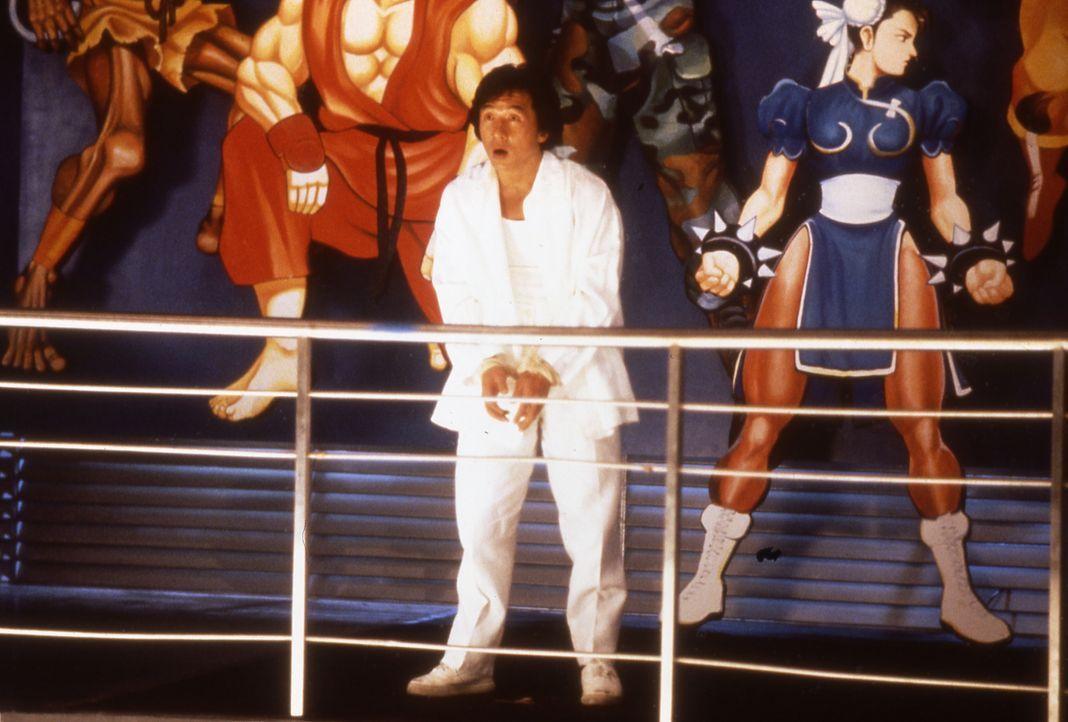 Privatdetektiv Ryô Saeba (Jackie Chan) würde gerne eingreifen, doch ihm sind im wahrsten Sinne des Wortes die Hände gebunden ... - Bildquelle: 20th Century Fox Home Entertainment