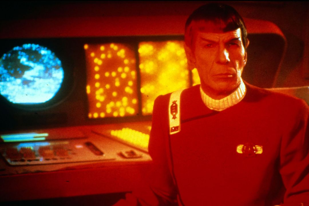 """Das alte Spitzohr Spock (Leonard Nimoy)  kommt auf eine selbstlose Idee, um seine Freunde von der """"Enterprise"""" zu retten... - Bildquelle: Paramount Pictures"""