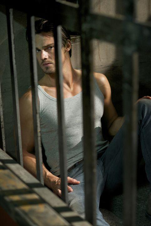 Aus Selbstschutz besteht Vincent (Jay Ryan) darauf, die nächste Zeit in dem eigens für ihn angefertigten Käfig zu verbringen, bis die Ursache für se... - Bildquelle: Sven Frenzel 2012 The CW Network, LLC. All rights reserved.