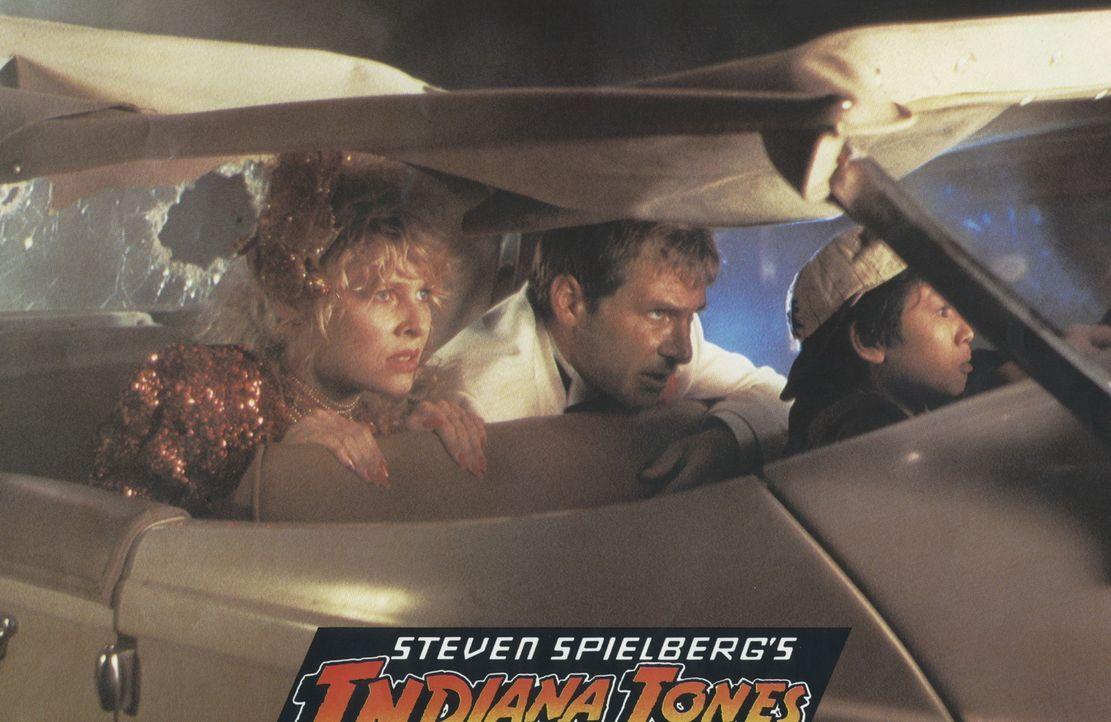 Immer wieder können Willie (Kate Capshaw, l.), Indy (Harrison Ford, M.) und Shorty (Ke Huy Quan, r.) einem qualvollen Tode entgehen ... - Bildquelle: Paramount Pictures