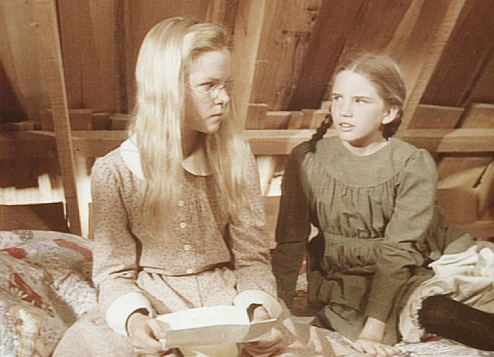 Laura (Melissa Gilbert, r.) lässt ihrer Schwester Mary (Melissa Sue Anderson, l.) keine Ruhe. Die weigert sich jedoch, den Brief ihres Verlobten la... - Bildquelle: Worldvision
