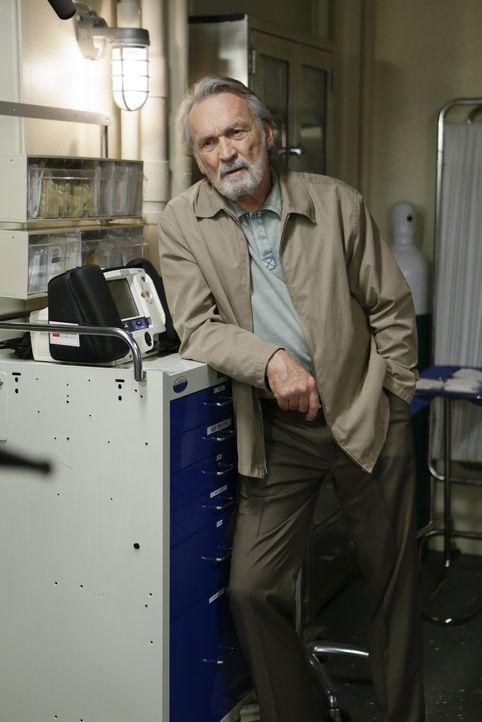 Hofft, dass Gibbs alles gut überstehen wird: Mike Franks (Muse Watson) ... - Bildquelle: Sonja Flemming CBS Television / Sonja Flemming