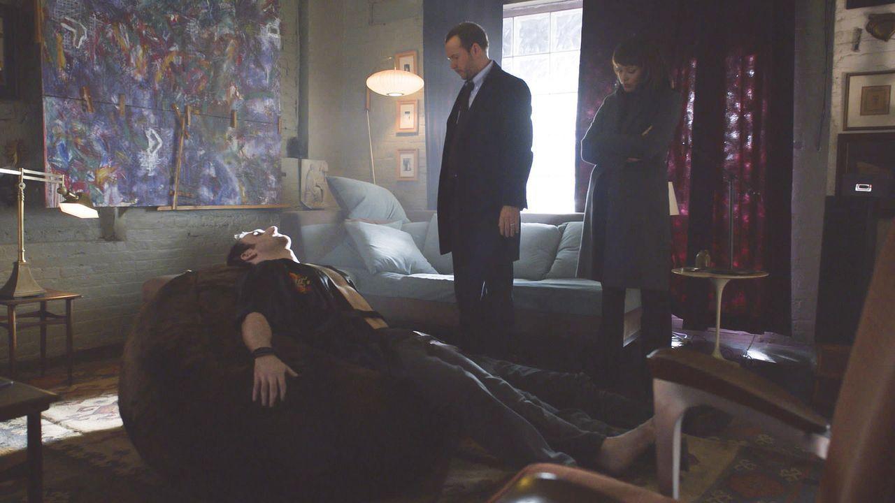Eine neue Droge wurde in Umlauf gebracht und fordert immer mehr Todesopfer. Danny (Donnie Wahlberg, M.) und Baez (Marisa Ramirez, r.) übernehmen die... - Bildquelle: 2013 CBS Broadcasting Inc. All Rights Reserved.