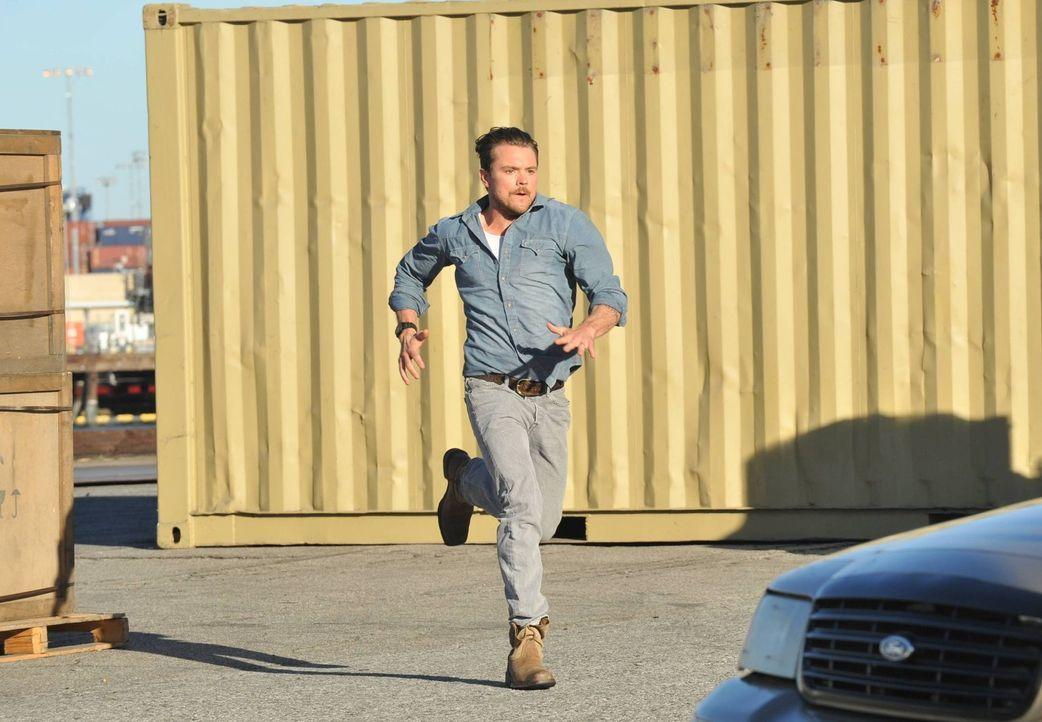 Der draufgängerische Cop Martin Riggs (Clayne Crawford), der bei einem tragischen Unfall seine Frau verloren hat, kommt an seinen neuen Einsatzort.... - Bildquelle: 2016 Warner Brothers