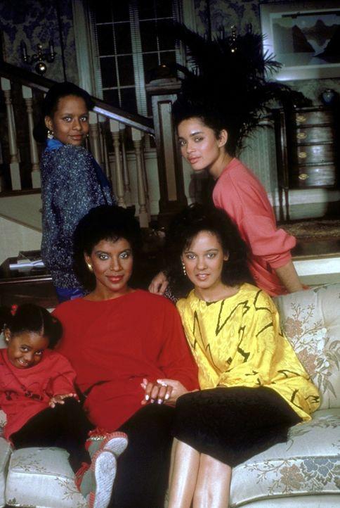Die Huxtable Frauen: (v.l.n.r.) Rudy (Keshia Knight Pulliam), Vanessa (Tempestt Bledsoe), Clair (Phylicia Rashad), Sondra (Sabrina Le Beauf) und Den... - Bildquelle: Viacom