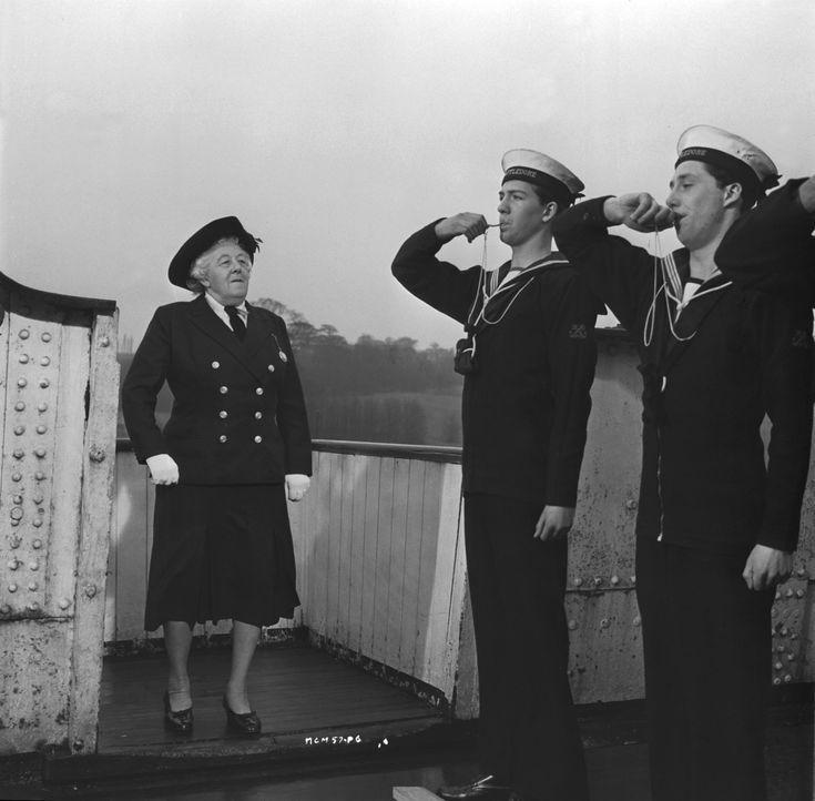 Willkommen an Bord: Hobbydetektivin Miss Marple (Margaret Rutherford, l.) kennt keine Grenzen was die Verbrecherjagt angeht. Nun ist sie sogar auf e... - Bildquelle: Warner Brothers