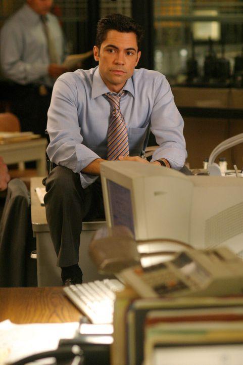 Artie will seinen langjährigen Freund Russell heiraten und bittet Rush und Valens (Danny Pino), ihn quasi als Hochzeitsgeschenk von dem Verdacht zu... - Bildquelle: Warner Bros. Television
