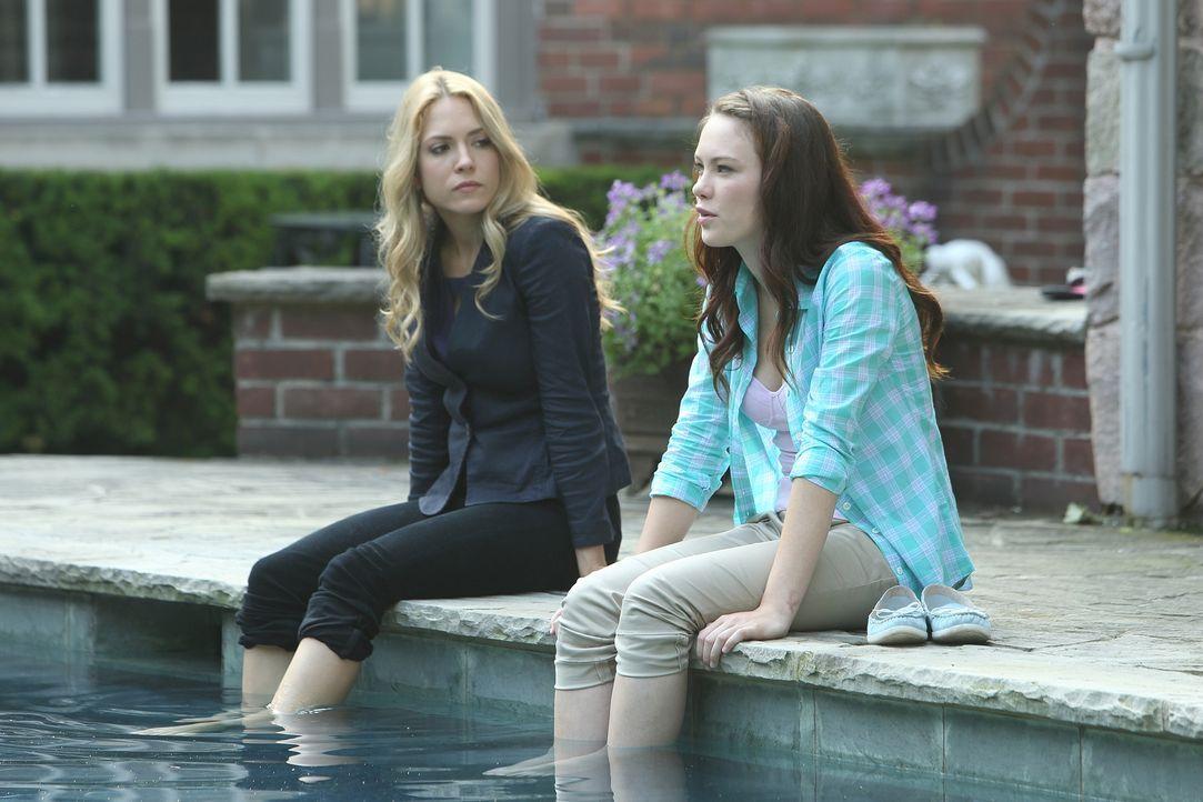 Psychologin Dr. Clara Malone (Brooke Nevin, l.) im Gespräch mit der jungen Maddy Kelly (Chloe Rose). Kann sie von ihr entscheidende Infos bekommen? - Bildquelle: BetaFilm