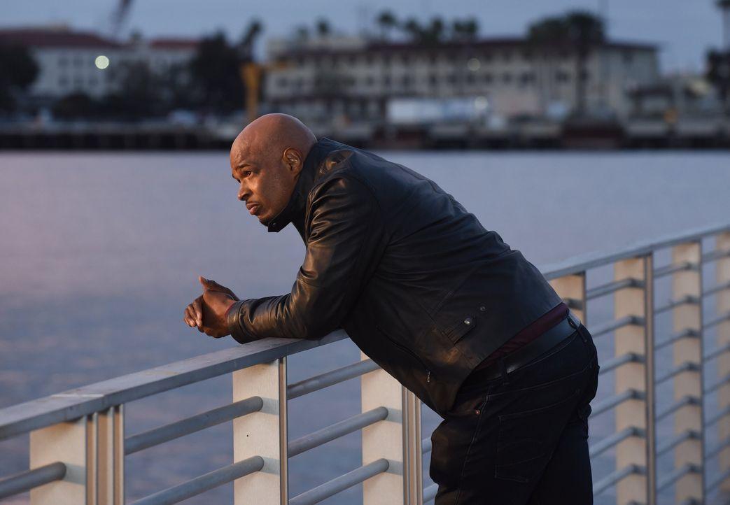 Kann Murtaugh (Damon Wayans) dem Mann, der ihm vor 17 Jahren eine Pistole an den Kopf hielt, nun doch Vertrauen schenken? - Bildquelle: Warner Brothers