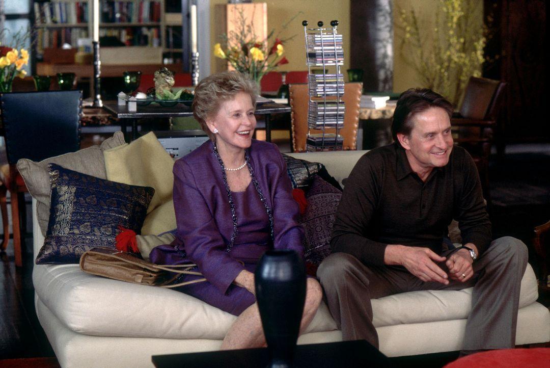 Immer wieder beruhigt Evelyn (Diane Douglas, l.) die ewigen Streithähne (Michael Douglas, r.) in ihrer geliebten Familie ... - Bildquelle: Buena Vista International