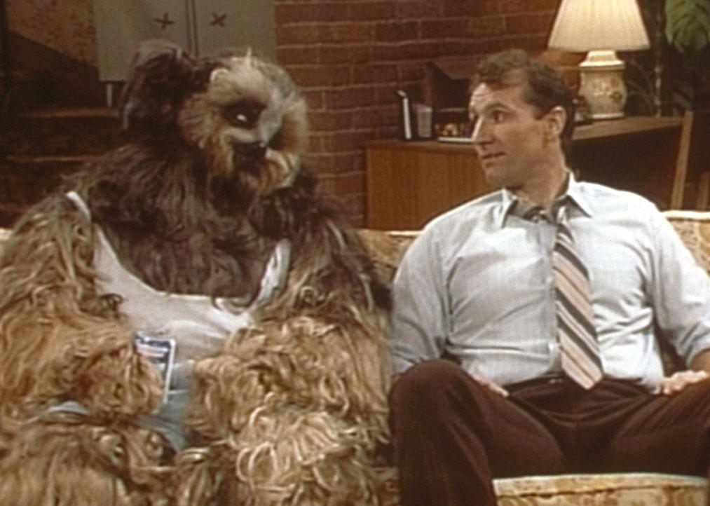 In einem Traum erscheint Al (Ed O'Neill, r.) sein Hund Buck und macht ihm herbe Vorwürfe, weil er dessen Kastration zulassen will. - Bildquelle: Columbia Pictures
