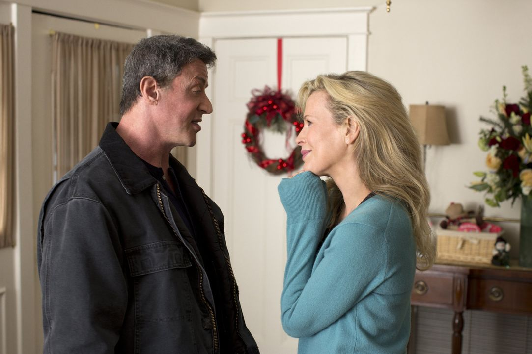 """Weil Sally Rose (Kim Basinger, r.) den Boxer Henry """"Razor"""" Sharp (Sylvester Stallone, l.) damals mit seinem Erzfeind Billy """"The Kid"""" McDonnen betrog... - Bildquelle: 2013 Warner Brothers"""