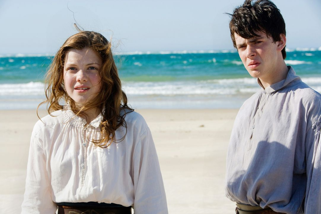 Edmund (Skandar Keynes, r.) und Lucy (Georgie Henley, l.) müssen erneut ein unglaublichesund sehr gefährliches  Abenteuer im fernen Reich Narnia bes... - Bildquelle: Phil Bray 2009 Twentieth Century Fox Film Corporation and Walden Media LLC. All rights reserved. / Phil Bray