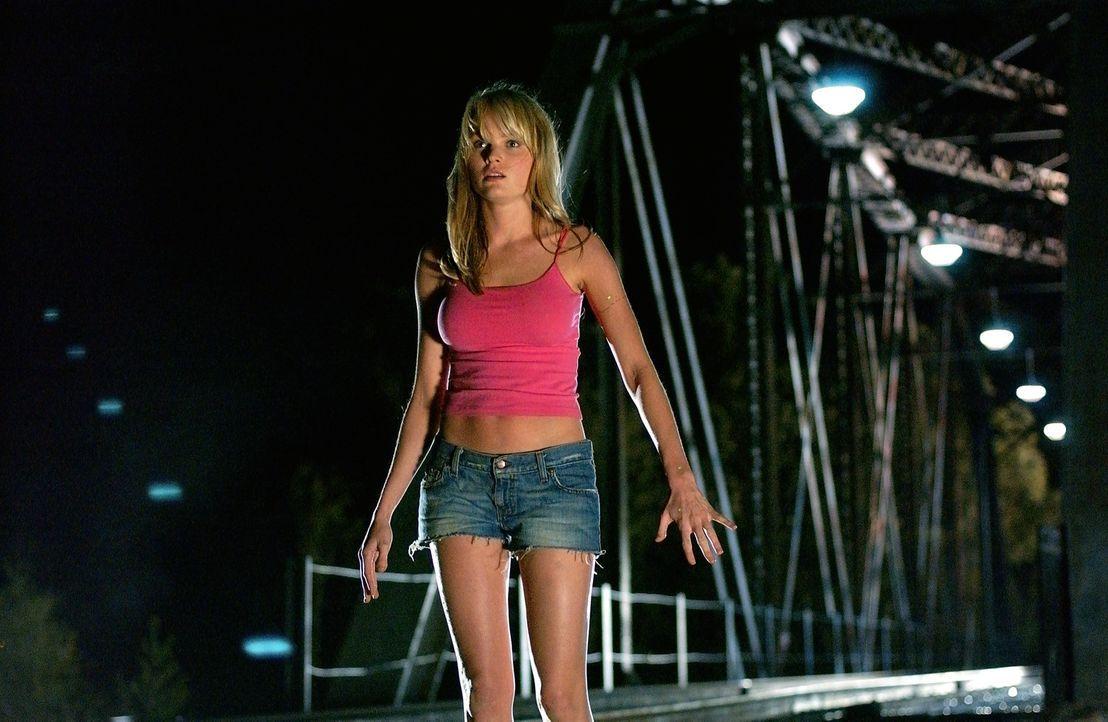 Nur äußerlich eine junge Frau, denn Sara (Sunny Mabrey) verfügt über die reinsten Alien-Gene und ist somit die perfekte Kreuzung zwischen Alien... - Bildquelle: 2007 MGM International Television Distribution