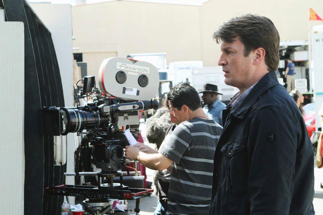 """Die Ermittlungen zum aktuellen Fall führen Castle (Molly C. Quinn) nach L.A., wo er dem Filmset für """"Heat Wave"""" einen Besuch abstattet. - Bildquelle: ABC Studios"""