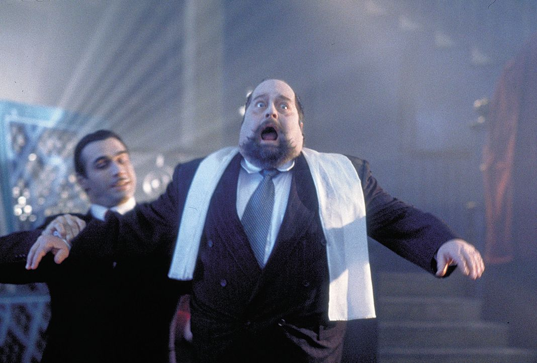 Mit dem Vampir Aaron Gray (Adrian Paul, l.) sollte man sich besser nicht anlegen ... - Bildquelle: 2004 Sony Pictures Television International. All Rights Reserved.