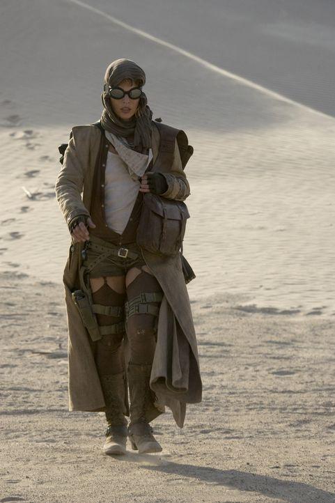 Die Flucht führt Alice (Milla Jovovich) quer durch die Wüste. Dicht auf den Fersen ist ihr die Umbrella Corporation ... - Bildquelle: Constantin Film