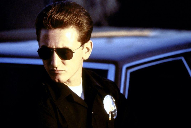Der junge Cop Danny McGavin (Sean Penn) ist brutal und aggressiv, ein rücksichtsloser Schlägertyp, der sich von den anderen jungen Kriminellen nur d... - Bildquelle: Orion Pictures Corporation