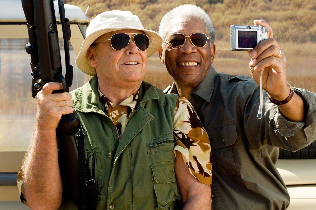 Die Diagnose der Ärzte lässt den Edward (Jack Nicholson, l.) und Carter (Morgan Freeman, r.) wenig Hoffnung, sie haben nur noch wenige Monate zu l... - Bildquelle: TM and   2007 Warner Bros. Entertainment Inc. All Rights Reserved.