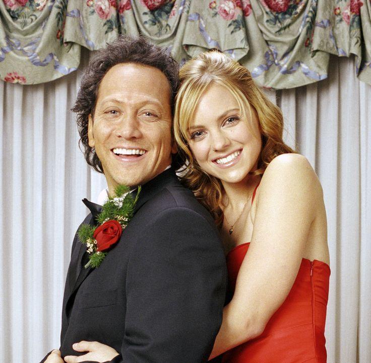 Beste Freundinnen: April (Anna Faris, r.) und die verwandelte Jessica (Rob Schneider, l.) ... - Bildquelle: Walt Disney Pictures