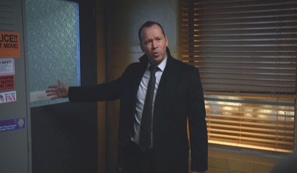 Als Danny (Donnie Wahlberg) erfährt, dass sein Informant doch nicht, wie versprochen, ins Zeugenschutzprogramm aufgenommen wird, handelt er auf eige... - Bildquelle: 2014 CBS Broadcasting Inc. All Rights Reserved.