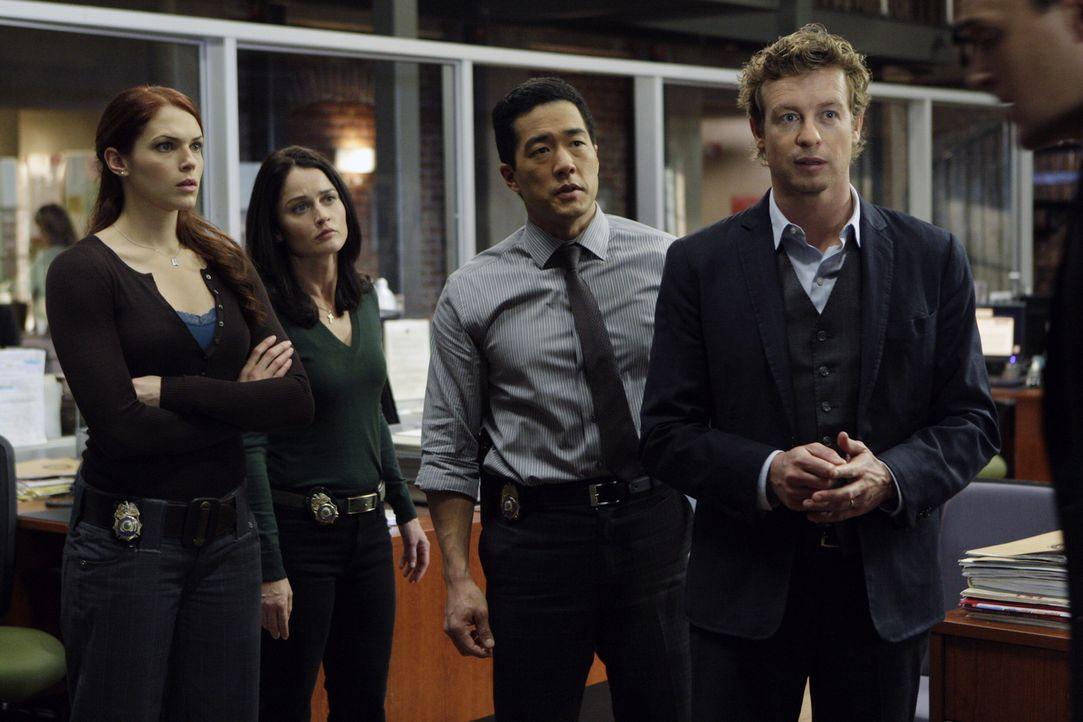 Ein neuer nicht ganz leichter Fall beschäftigt Grace (Amanda Righetti, l.), Teresa (Robin Tunney, 2.v.l.), Kendall (Tim Kang, 2.v.r.) und Patrick (S... - Bildquelle: Warner Bros. Television