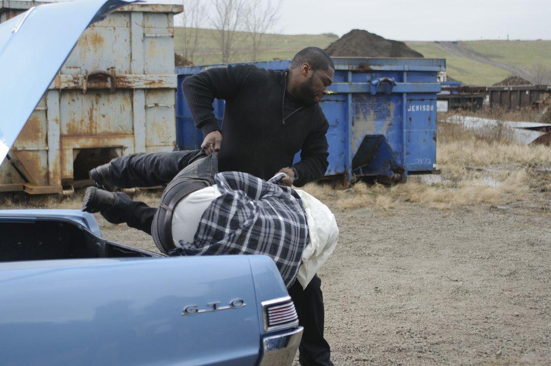 Endlich hat Sonny (50 Cent, r.) Vincent (Ryan Phillippe, l.) am Haken. Doch kann er seinen Jugendfreund und besten Kumpel auch töten? - Bildquelle: Ascot Elite Home Entertainment GmbH