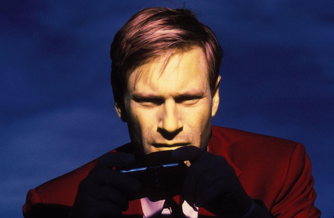 Schon bald muss sich FBI-Agent Mackelway (Aaron Eckhart) die Frage stellen, warum er einen Killer aufhalten soll, der ausschließlich andere Mörder t... - Bildquelle: 2006 Sony Pictures Television International