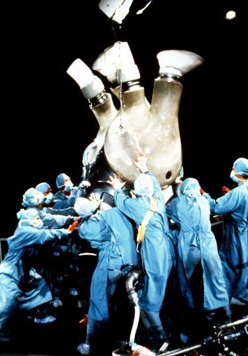 In der überdimensionalen Intensivstation kämpfen die Ärzte um King Kongs Leben ... - Bildquelle: Paramount Pictures