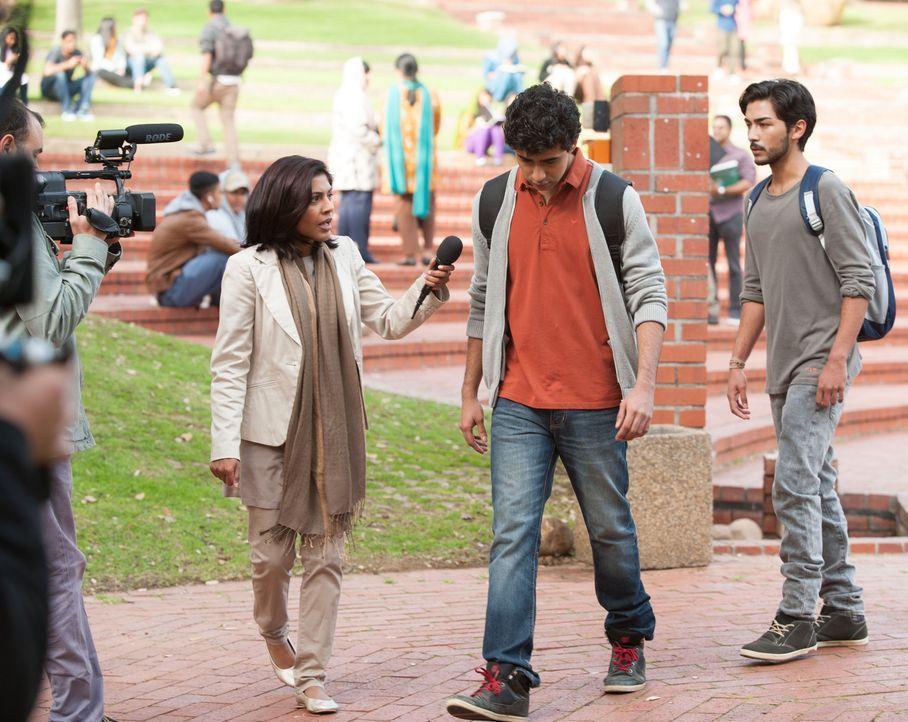Ein Kamerateam möchte ein Interview mit Aayan (Suraj Sharma, M.) führen, nachdem sein Video im Internet zu sehen ist, doch er weicht den Fragen aus... - Bildquelle: 2014 Twentieth Century Fox Film Corporation