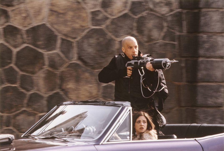 Um hinter die grässlichen Machenschaften von Yorgi zu kommen, muss sich Xander (Vin Diesel, oben) mit Yelena (Asia Argento, unten) anfreunden ... - Bildquelle: 2003 Sony Pictures Television International. All Rights Reserved.