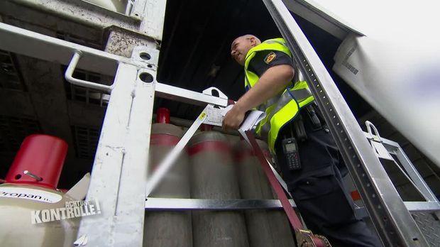 Achtung Kontrolle - Achtung Kontrolle! - Thema U.a.: Polizei Bremerhaven Kontrollieren Lkw Mit Gefährlicher Ladung - Dann Der Schreck: Das Ladegut Ist Hochexplosiv!