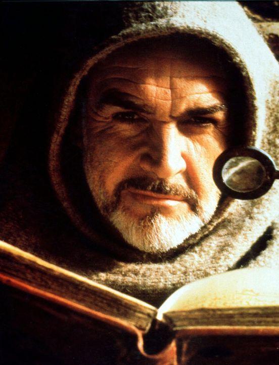 In der Bibliothek des Benediktinerklosters, macht William von Baskerville (Sean Connery) eine interessante Entdeckung ... - Bildquelle: Constantin Film