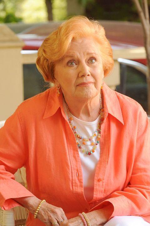 Kann sich nur zu gut an die junge Miriam erinnern: Kitty Doyle (Kathleen Nolan) - Bildquelle: Warner Bros. Television