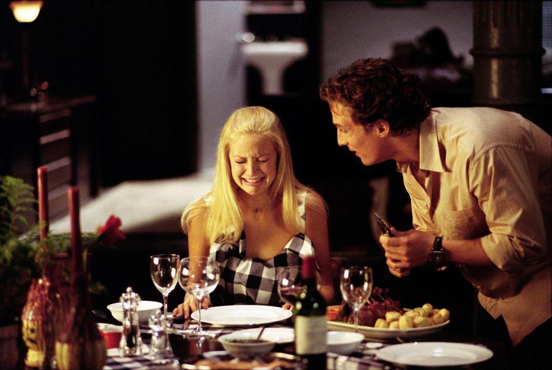 Zieht alle Register, doch Andie (Kate Hudson, l.) kann Benjamin (Matthew McConaughey, r.) einfach nicht wieder loswerden ... - Bildquelle: Paramount Pictures