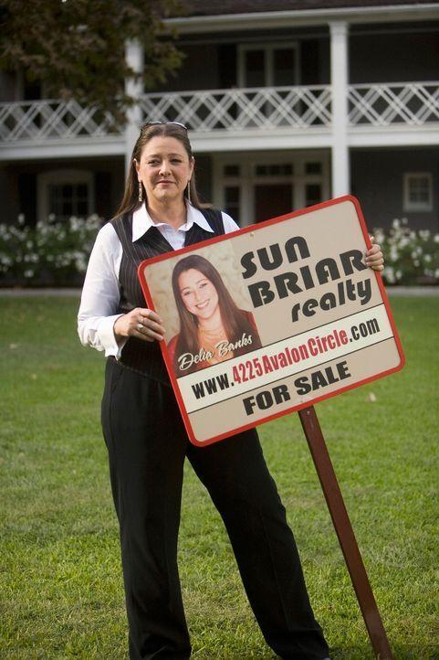 Delia (Camryn Manheim) ist mal wieder als Maklerin unterwegs. Sie soll die Villa der  Familie Bancraft  verkaufen. - Bildquelle: ABC Studios