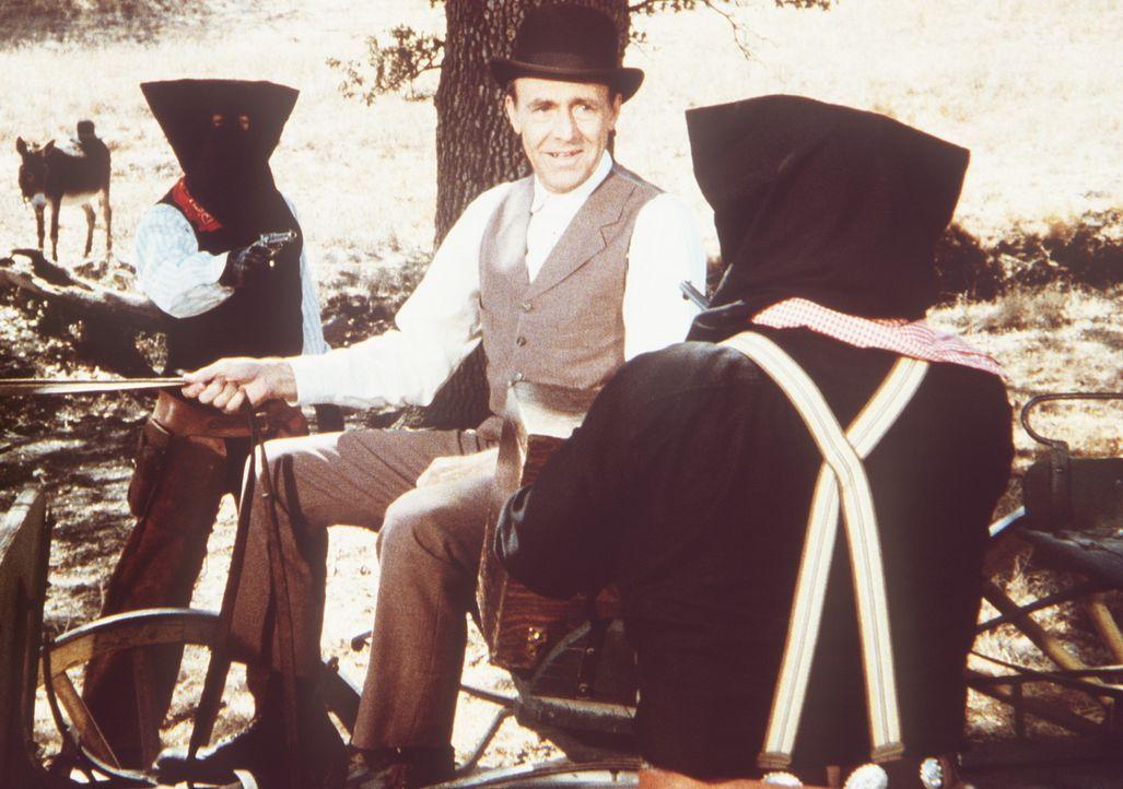 Nels Oleson (Richard Bull, M.) wird aufgrund eines Missverständnisses von zwei Ganoven gekidnappt. - Bildquelle: Worldvision