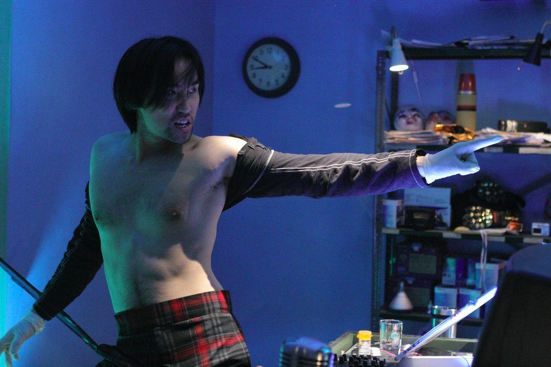 Chang (James Hiroyuki Liao) hat einen Weg gefunden, wie er seinen harten und blutigen Arbeitsalltag dennoch mit Spaß und Vergnügen in Einklang bri... - Bildquelle: Sony Pictures Television International. All Rights Reserved.