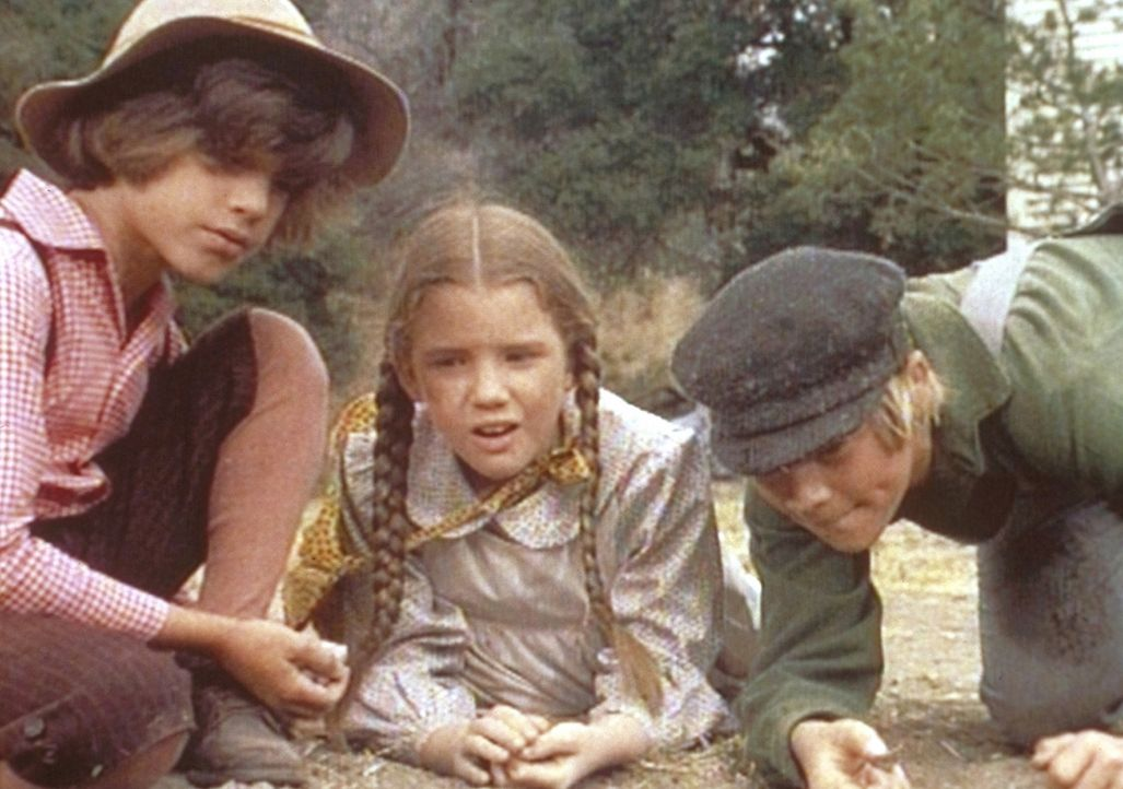 Laura (Melissa Gilbert, M.) will Henry (Clay O'Brien, r.) überreden, mit auf das Frühlingsfest zu kommen. - Bildquelle: Worldvision